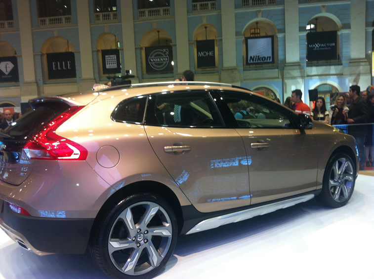 VOLVO V40 CROSS COUNTRY02.jpg